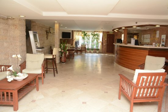 Red Sea Hotel: lobby