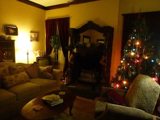 Rosen House Inn : Living room