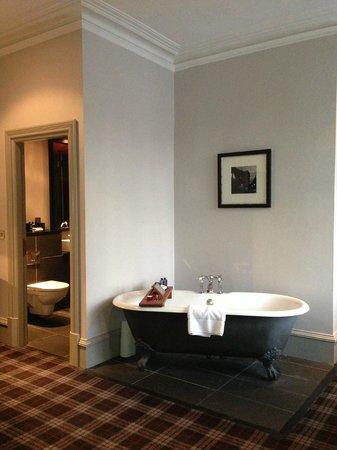 Malmaison Aberdeen: Junior Suite rolltop bath in room