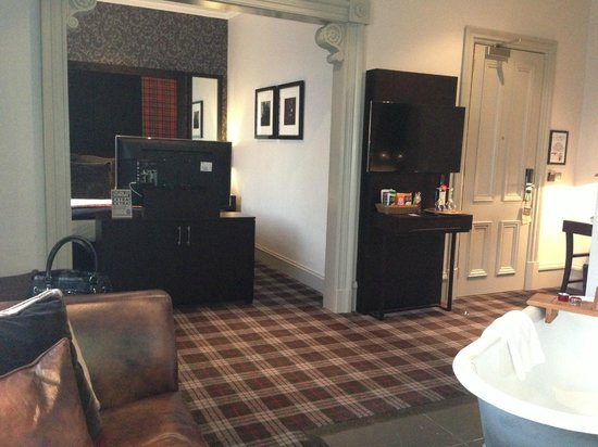Malmaison Aberdeen: Junior Suite full room view
