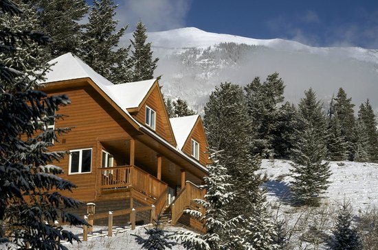 HI-Canmore/Alpine Club of Canada: The Boswell Cabin in Winter
