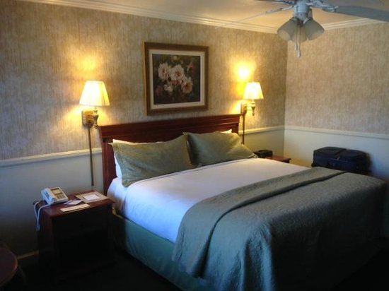 Brisas Del Mar, Inn At The Beach: Queen bed