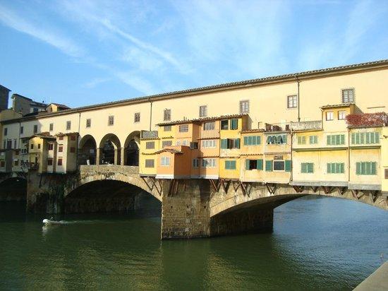 Pitti Palace al Ponte Vecchio: Ponte Vecchio, davanti all'albergo
