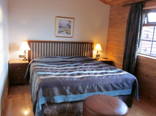Hotel Ranga: King bed in deluxe room
