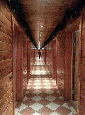 Hotel Ranga: Hallway (all rooms on one main floor)