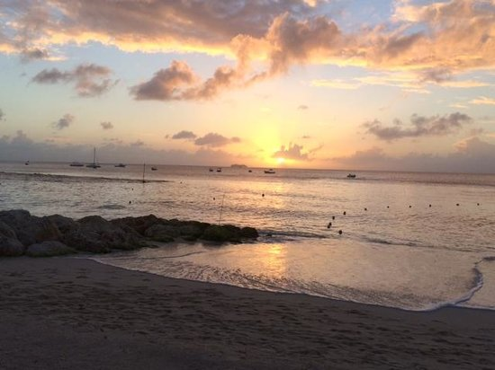 Discovery Bay by Rex Resorts: How can you not resist this sunset and beach??