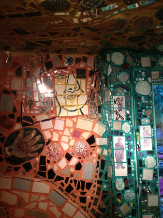 Philadelphia's Magic Gardens : Paintin on the tiles to portray a man important in his life at the time