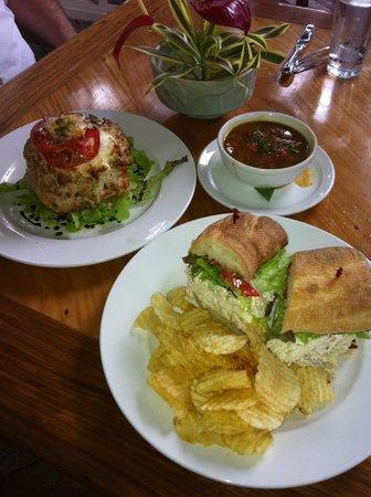 Holuakoa Cafe & Gardens: Our beautifully served lunch