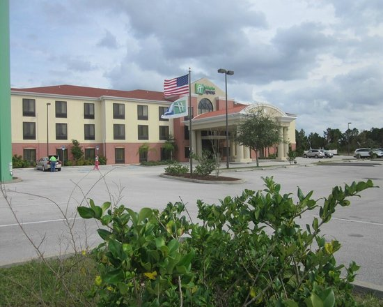 Holiday Inn Express Sebring: exterior