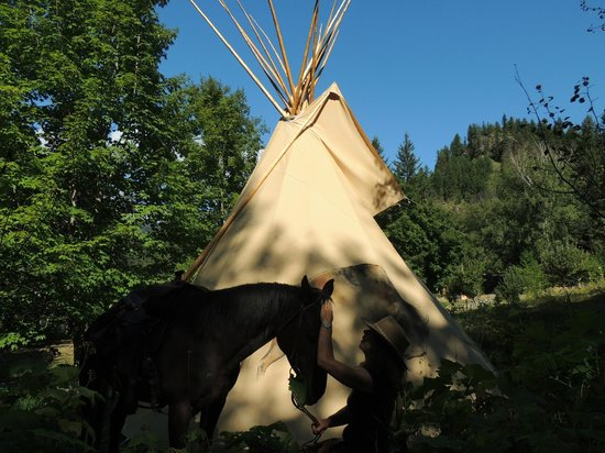 Silver Spur Trails: Tipi experience