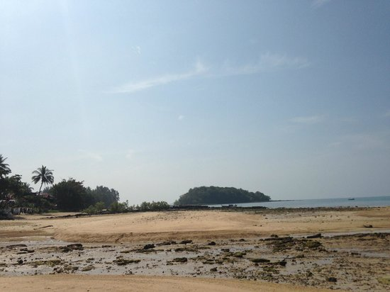 Krabi Sands Resort: Beach near the hotel
