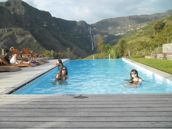 Foto de gocta andes lodge chachapoyas en la piscina for Cataratas para piscinas