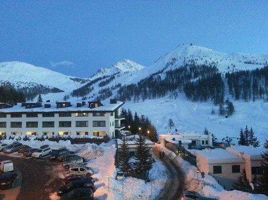 Grand Hotel Duchi d'Aosta: vista dalla camera 2° piano