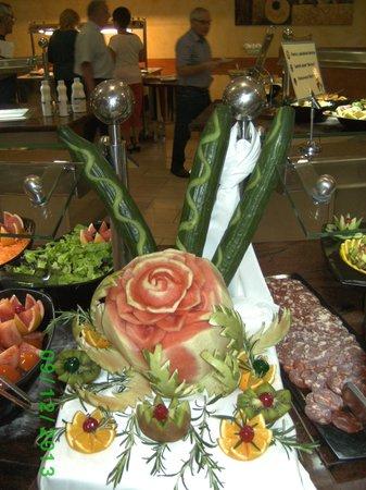 Fanabe Costa Sur Hotel: Buffetschmuck