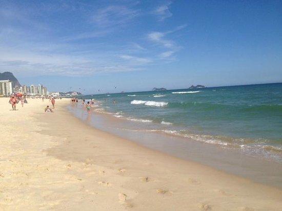 Brisa Barra Hotel: praia em frente hotel