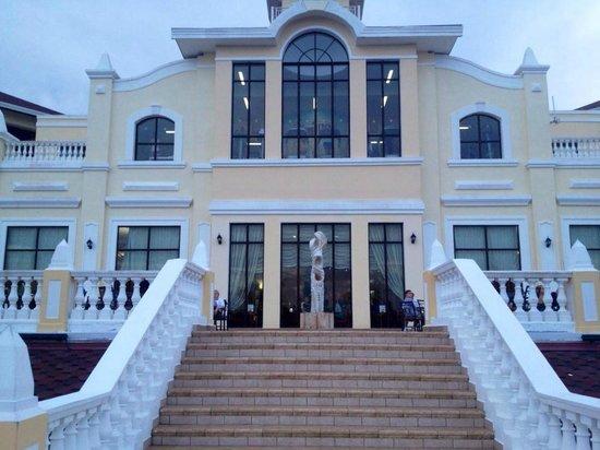 IBEROSTAR Laguna Azul: Main Building
