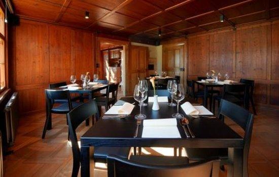 Weinlokal Rebberg: eine der gemütlichen stuben