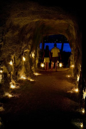 The Outback Resort : Granite tunnel located in Quarry Bay.