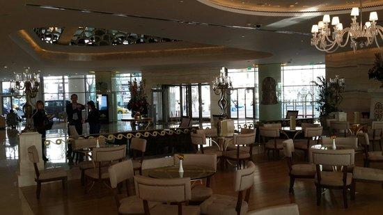 CVK Park Bosphorus Hotel Istanbul : Довольно стильно оформленное лобби