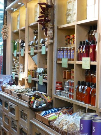 Marche des Enfants Rouges: Shops within the market