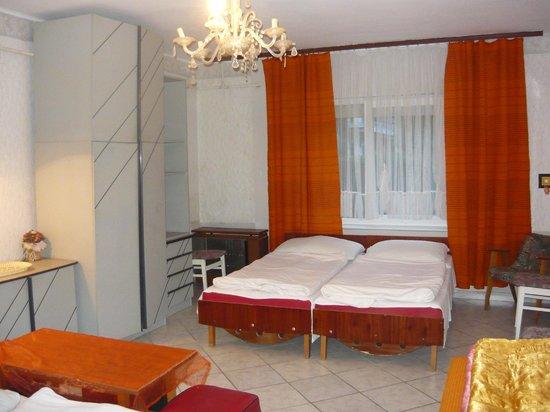 Youth Hostel Villa Benjamin: five-bed room