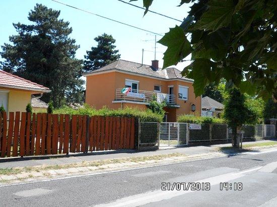 Youth Hostel Villa Benjamin: hostel of the street