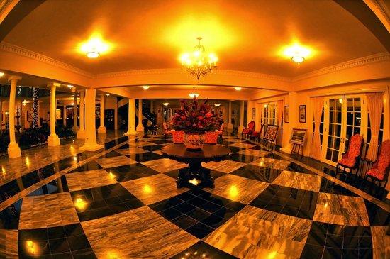 Half Moon: Hotel Lobby