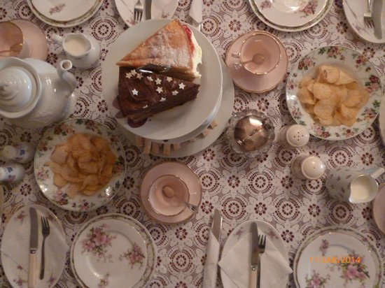 Vintage Tea Room: The Table