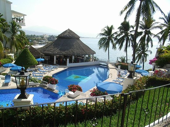 Dolphin Cove Inn: Piscina + Restaurante
