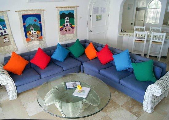 Dolphin Cove Inn: Área común