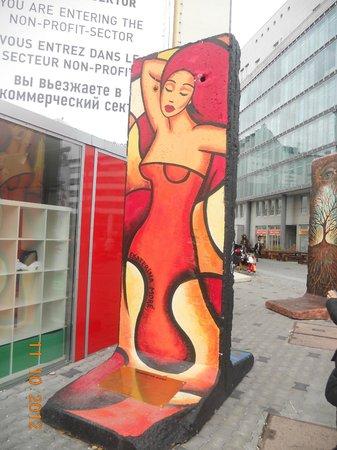 Mauermuseum - Museum Haus am Checkpoint Charlie: murals