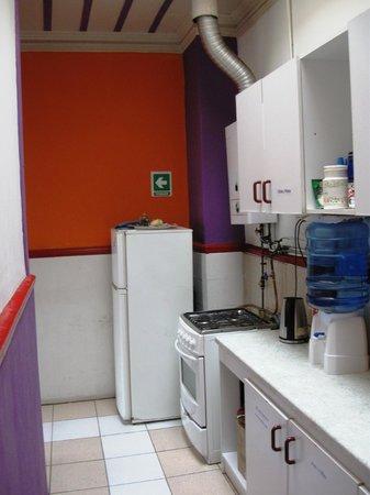 Street Garden Hostel: Cocina para huespedes