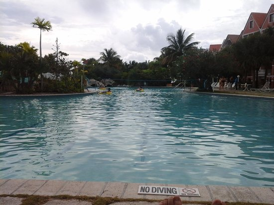 Taino Beach Resort & Clubs: pool  is in a lazy river circle around the pool slide.