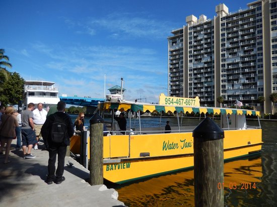 GALLERYone - A DoubleTree Suites by Hilton Hotel: Water taxi at back of the hotel