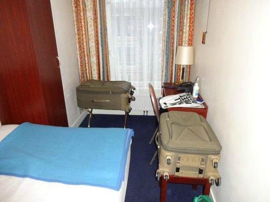 Hotel Alexander : quarto