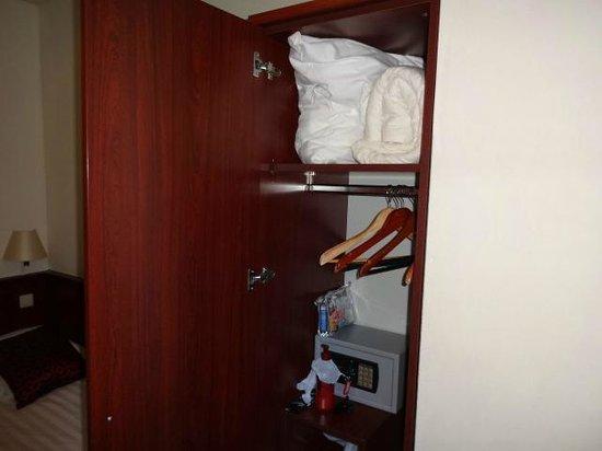 Hotel Alexander: armário