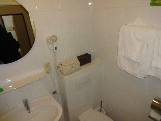 Hotel Alexander: banheiro