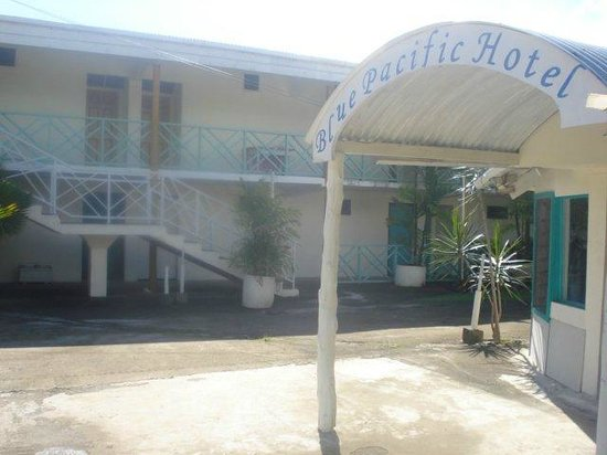 Blue Pacific Hotel : Reception with rooms in foreground.