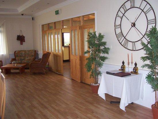 Travel Plaza Market Harborough Hotel: The Clock Wall Restaurant