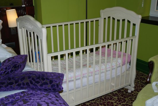 Domina Prestige St.Petersburg: Детская кроватка
