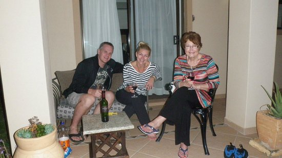 Blue Horizon Guest House : Wine on the veranda