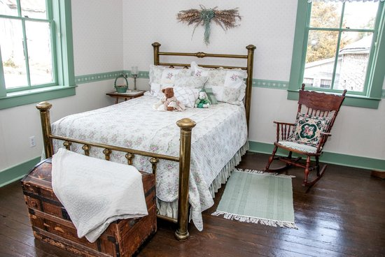 Maeystown, IL: The McRoberts Guest Room