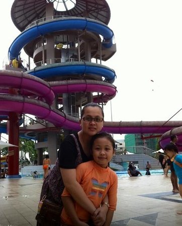 Jurong East Swimming Complex : amazing slides