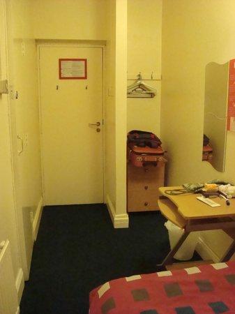 Abrahams Hostel: Single room