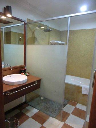 Royal Crown Hotel & Spa: Ванная комната