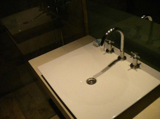 Mod Hotel Mendoza: Banheiro