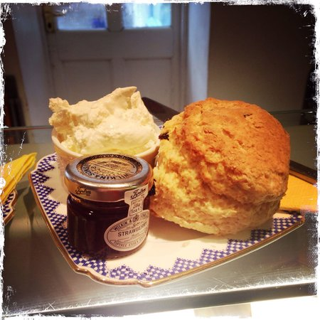 Llew Glas: The best scones in Harlech!
