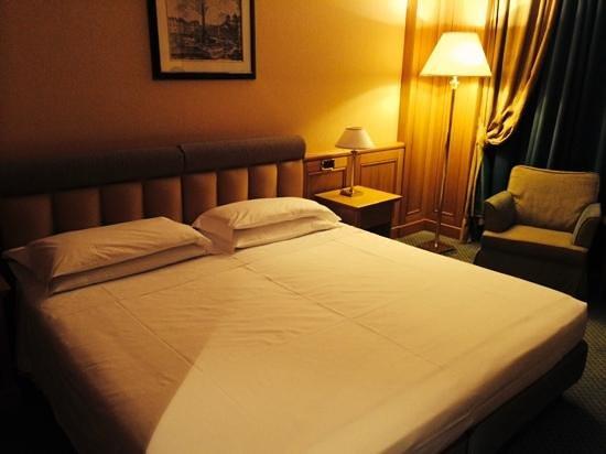 Grand Hotel Barone Di Sassj: letto camera doppia