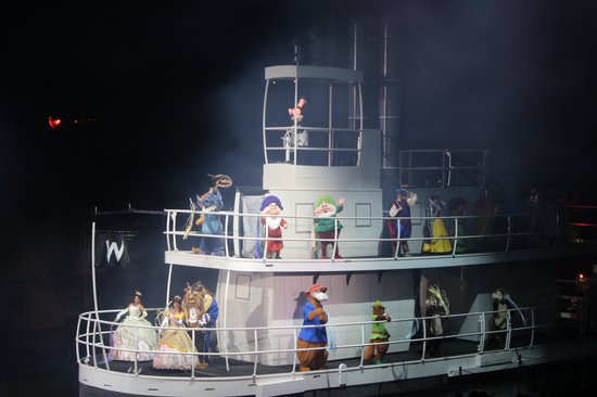 Fantasmic!: The characters at the end