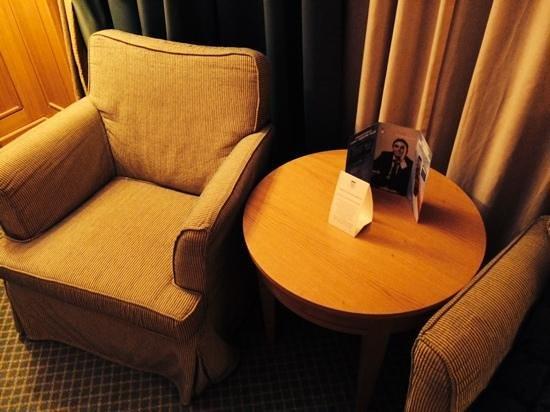 Grand Hotel Barone Di Sassj: poltrona e tavolino ca,era doppia